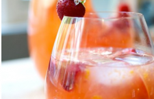 Sangria Blanca - photo:  The Refinery