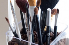 Cute & Clever Makeup Brush Displays
